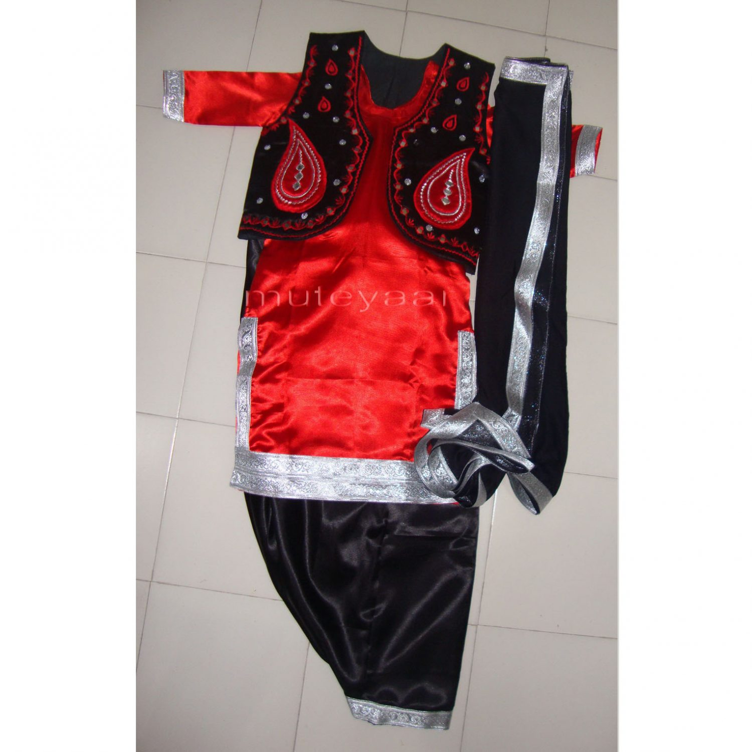 Black Red Girl's Bhangra Costume with separate jacket / vest 1