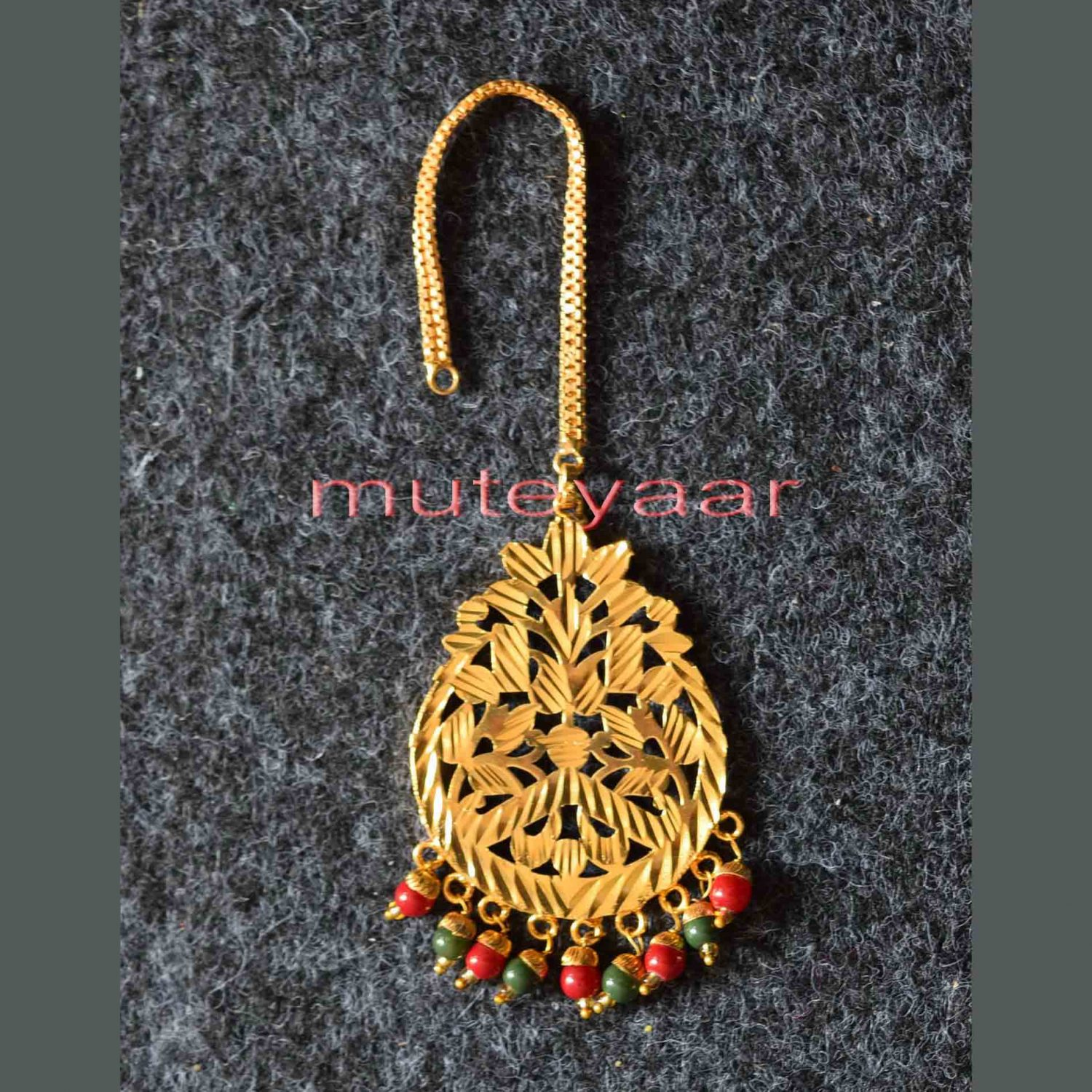 Golden Polished Tikka Maang Teeka jewellery for giddha and bhangra J0112 1