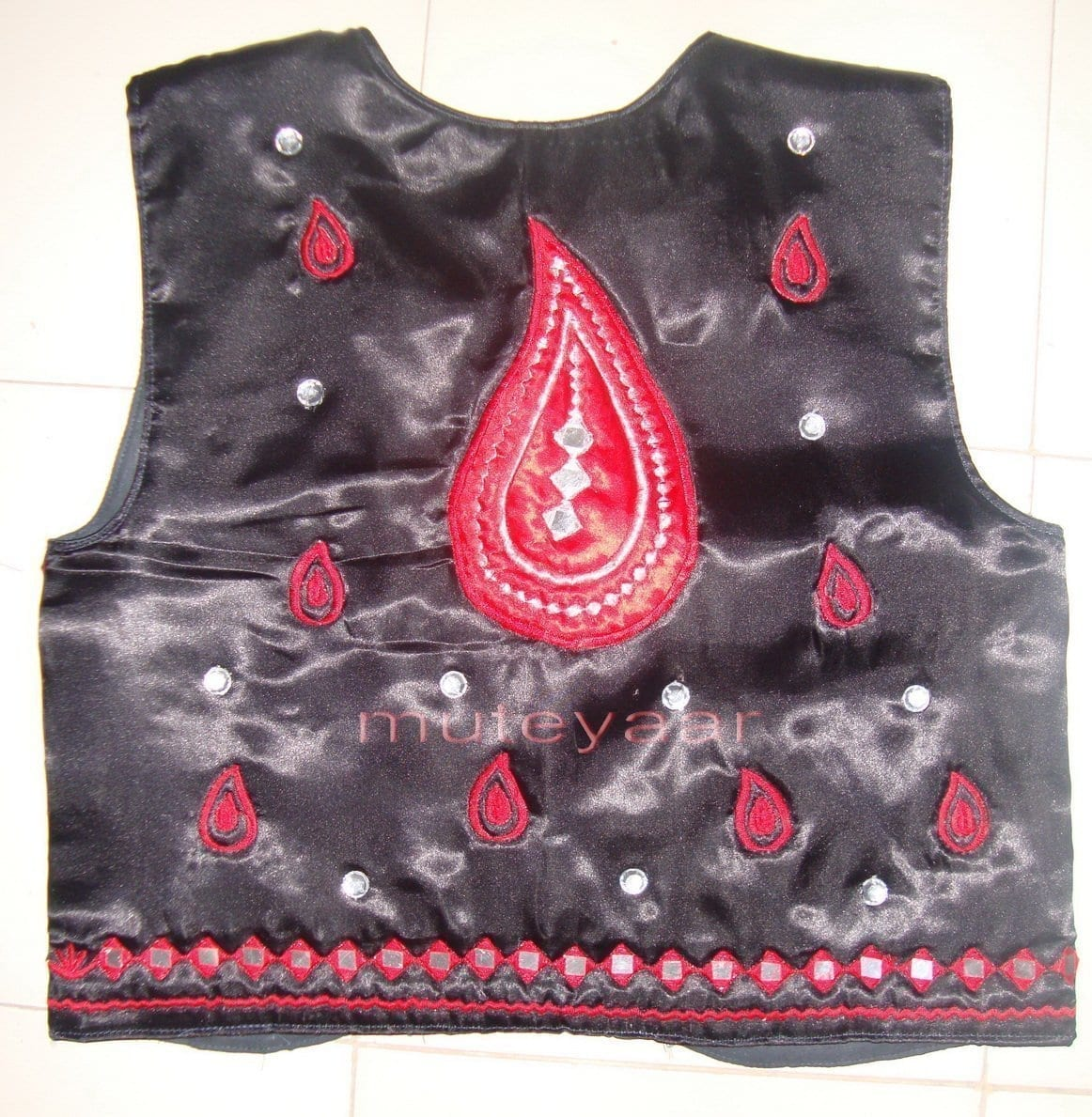Black Red Girl's Bhangra Costume with separate jacket / vest 3