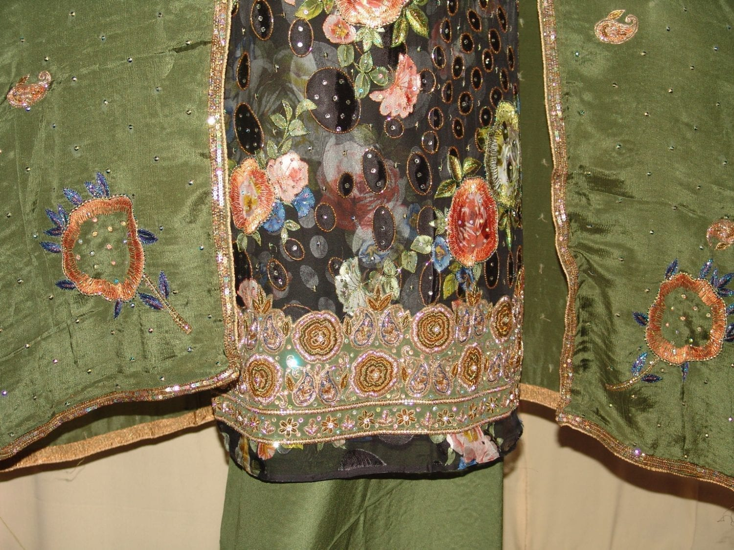 PURE BROCHIER/PURE CREPE/PURE CHINON hand embroidered Suit H0017 2