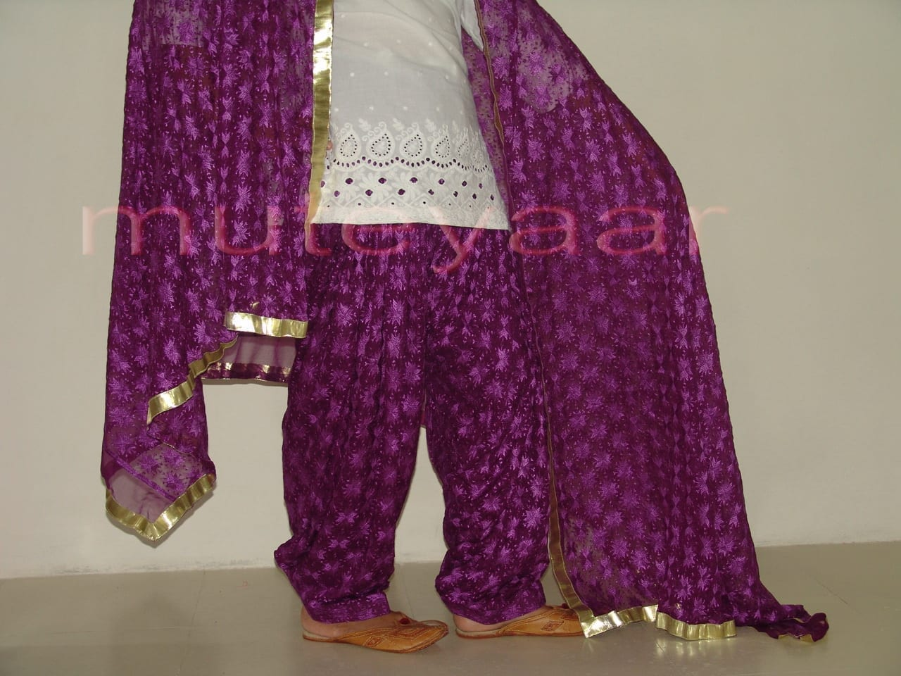 Embroidered PHULKARI Patiala Salwar with matching Dupatta PHS02 3