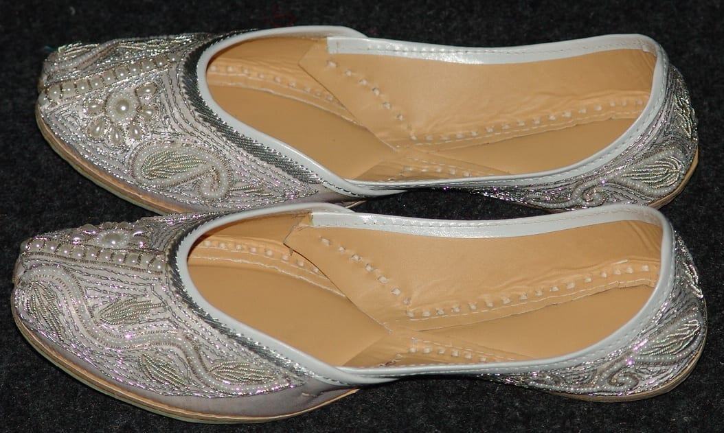 White Embroidered hand made Punjabi Jutti Party wear Shoes PJ9727 2