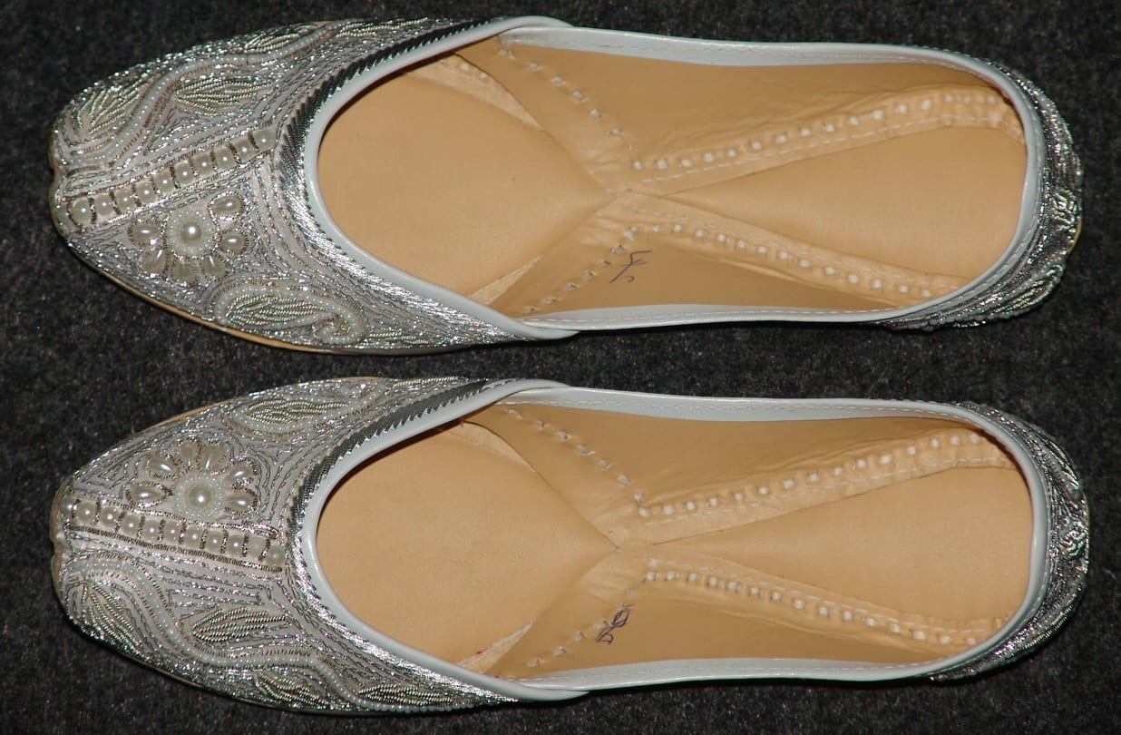 White Embroidered hand made Punjabi Jutti Party wear Shoes PJ9727 3