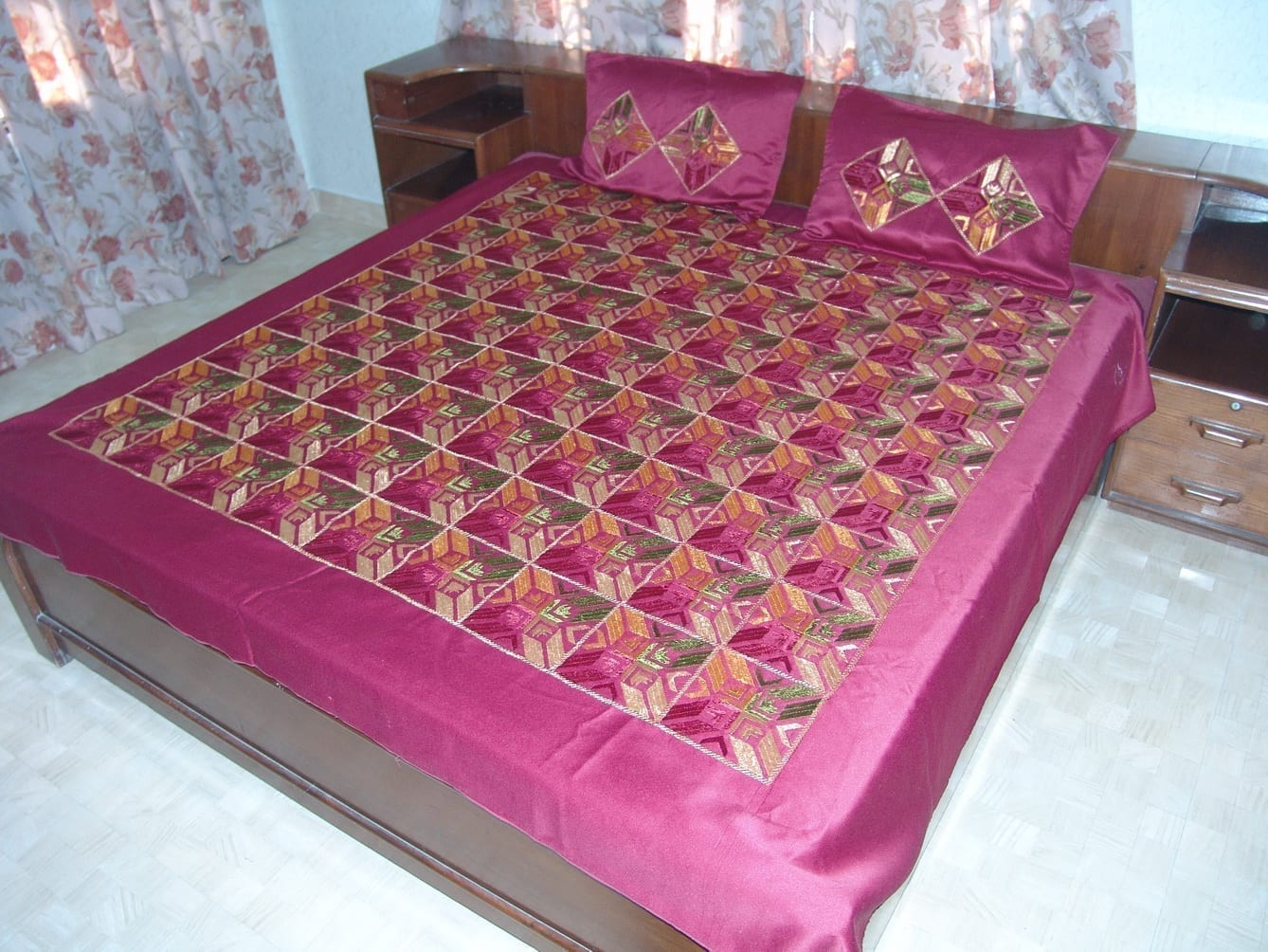 Maroon Glazed cotton Jaal Phulkari Hand Embr Bed Cover set Z0042 1