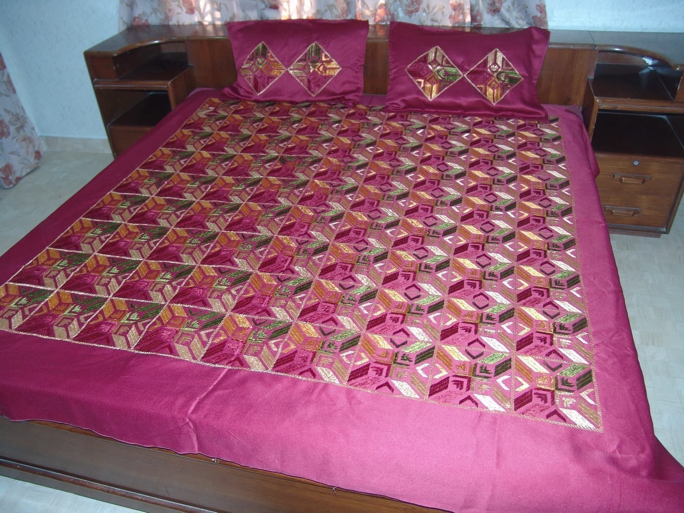 Maroon Glazed cotton Jaal Phulkari Hand Embr Bed Cover set Z0042 2