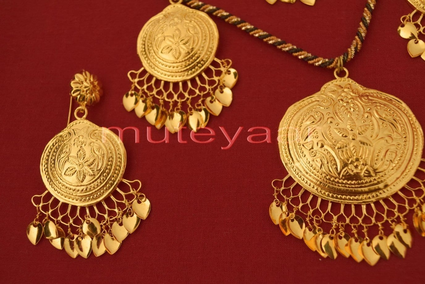 24 Ct. Gold Plated Handmade Necklace Earrings set with matching Tikka J0113 2