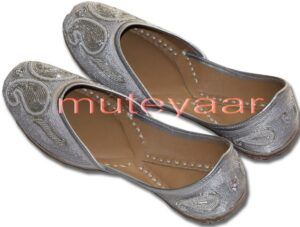 White Embroidered hand made Punjabi Jutti Party wear Shoes PJ9742