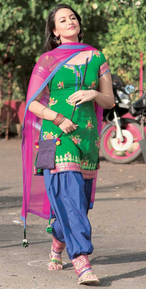 SONAKSHI Embroidered Full Patiala Salwar Suit with Chiffon Dupatta  RS004