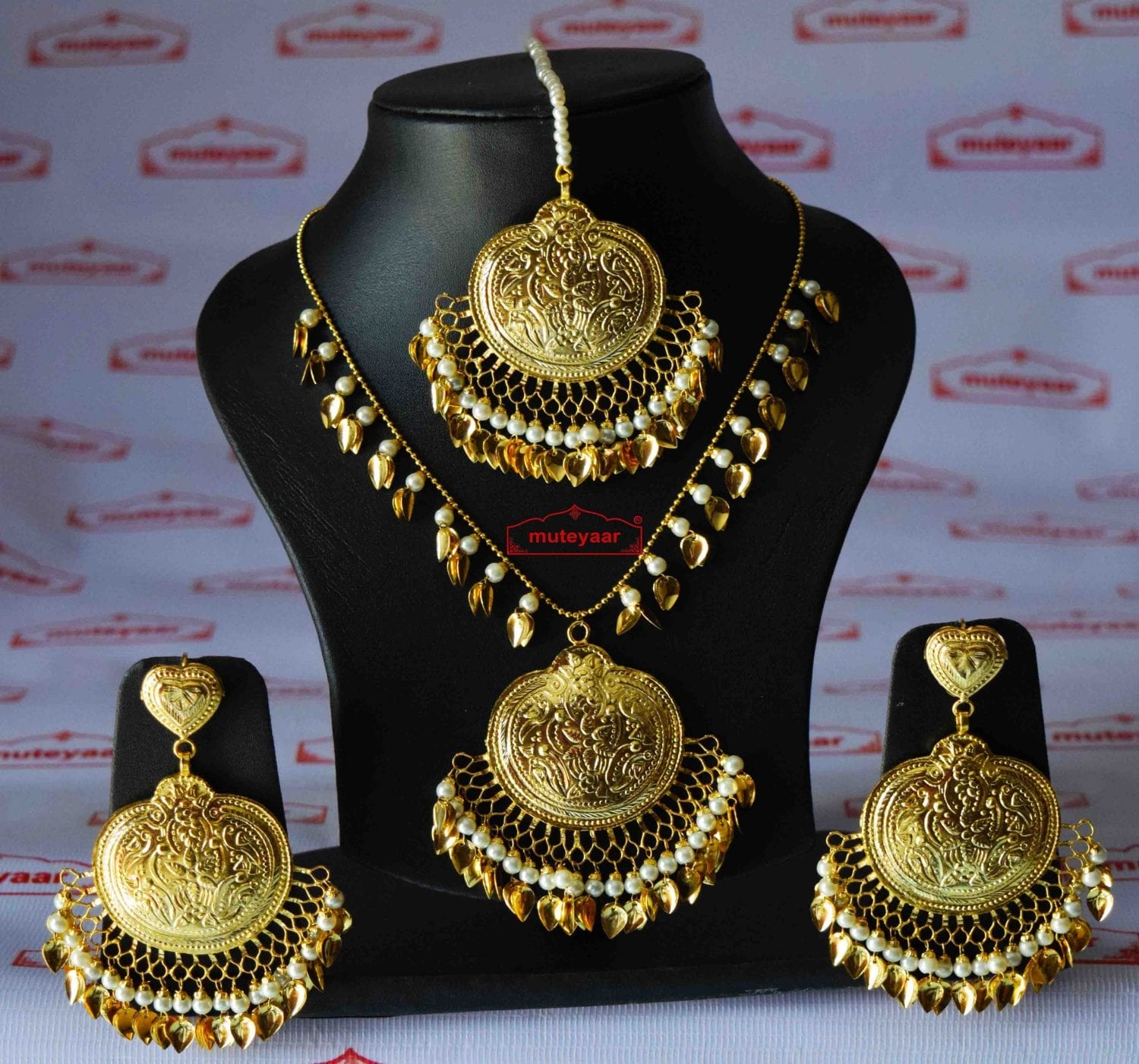 Handmade Punjabi Traditional Gold Plated Pendant Earrings with matching Tikka J0411 1