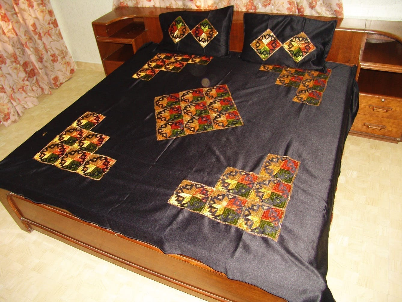Glazed Cotton Black Phulkari Bed Cover Set Z0030 1