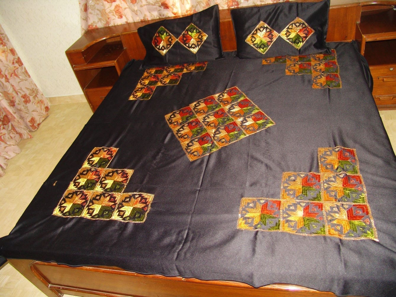 Glazed Cotton Black Phulkari Bed Cover Set Z0030 2