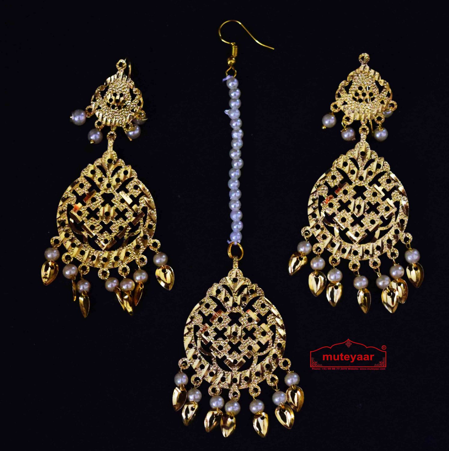 Golden Punjabi Tikka Earrings Set J0511 1