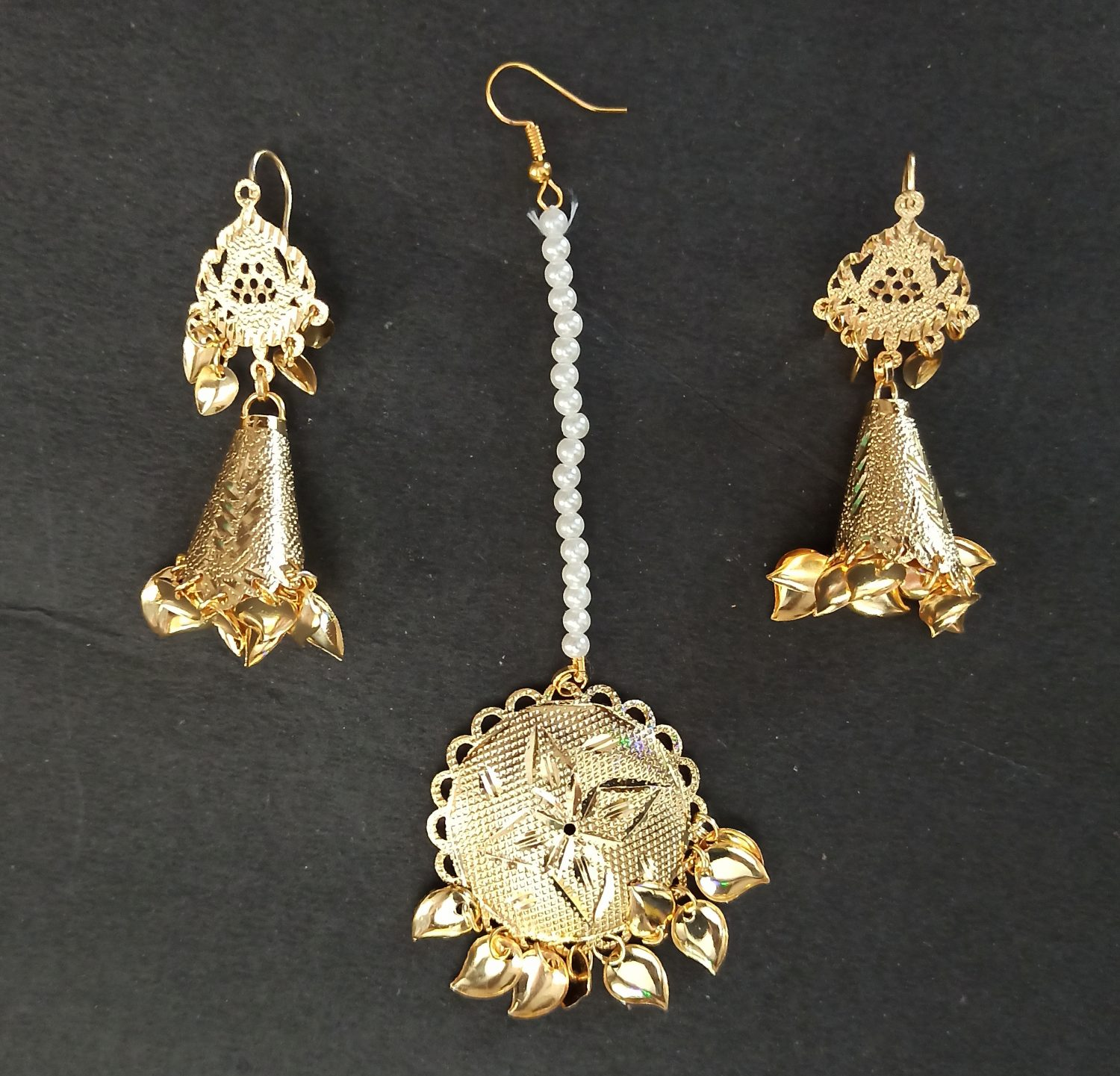 Cone Earrings Golden Tikka Set J0505 1
