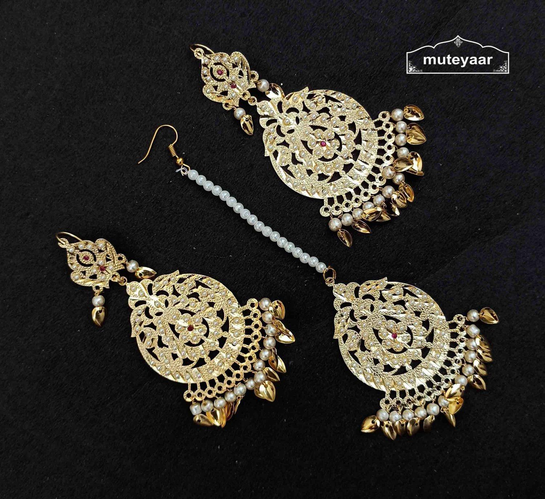 Golden Earrings Tikka Set With Jadau Moti J0533 1
