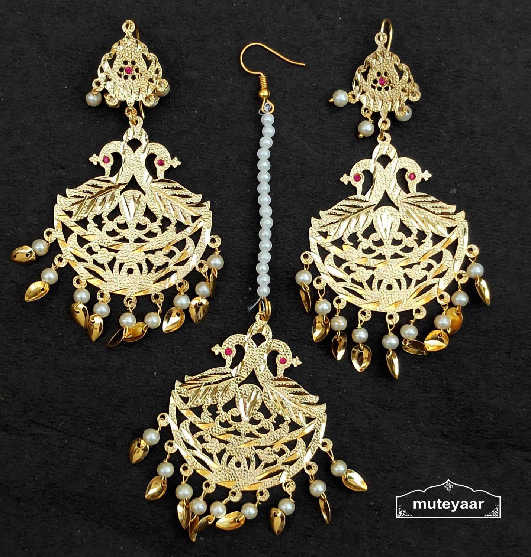 Golden Punjabi Tikka Earrings Set J0541 1