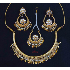 Golden Polish Kundan Earrings Tikka Hasli Set J0627